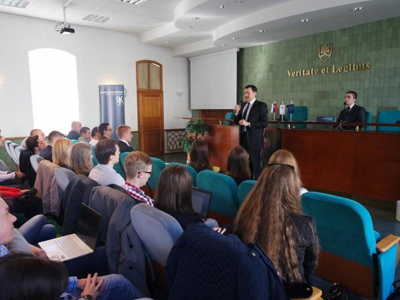 Vplyv korupcie na fungovanie štátnej správy na Slovensku